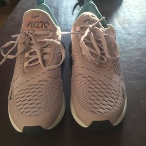 Women Nike air max's 270